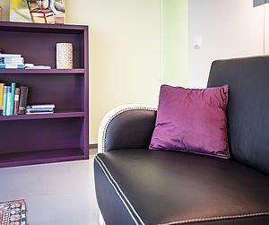 Sofa im Sprechzimmer | Zukriegel